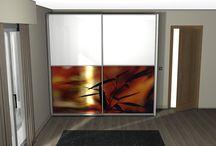 Armario DA002 / Diseño de un armario corredera con puertas exteriores, donde presentamos varias opciones de acabados, destacando los plafones con fotos personalizadas.