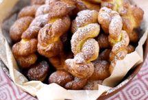 Snacks / Snack : traduction littérale de casse-croûte. Un florilège des meilleurs sandwichs et bouchées à réaliser en salé, en sucré, sans cuisson, et à emporter partout... Snacks pour tous !