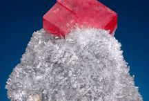 mineralen en kristallen / by Willemijn Derks