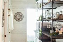 Rustic Shelving Ideas / All my favorite DIY rustic shelf ideas