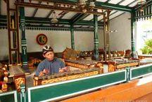 Tempat Wisata Yogyakarta Yang Menarik Di Kunjungi / Yogyakarta dikenal memiliki destinasi wisata yang menarik, unik dan kaya akan ragam seni dan budaya serta keindahan alamnya. Kita dapat mengunjungi tempat wisata yang menarik dan mempesona di daerah Yogyakarta.
