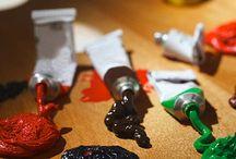 Culori ulei / Oil colours / 18 culori ulei, un produs marca PoliArtistica. Concentratie mare de pigment pentru o putere de acoperire superioara Rezistenta maxima la lumina. Liant de foarte buna calitate obtinut din ulei de in, ulei de floarea soarelui si ceara de albine ce le confera o uscare rapida si uniforma Timp de uscare intre 2 pana la 4 zile