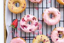 Donuts / They always look so graphic and delicious!