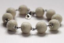 """La collezione i braccialetti """"Piselli"""". / La nuova collezione i braccialetti """"Piselli"""". Tutte le palline di lana cotta fatto a mano!"""