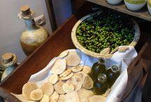 Olio e .... / Negozio - bistrot - degustazione . Vendita di olio prodotto dall'azienda Bisceglia e di prodotti pugliesi molti dei quali  presidio slow food. Si trova a Foggia in piazza Cavour .