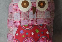 Stoffen knuffels / Leuke knuffels van stof voor kinderen of andere liefhebbers. We zijn te volgen op Facebook als Sannie`s Atelier. Div prijzen verzenden mogelijk maar voor de koper. Of ophalen in Almere