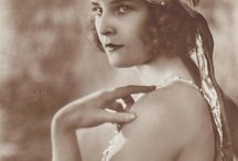 Lilian Harvey / Lilian Harvey (19 January 1906 – 27 July 1968) was an Anglo-German actress and singer, long based in Germany, where she is best known for her role as Christel Weinzinger in Erik Charell's 1931 film Der Kongreß tanzt.
