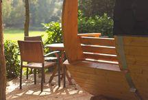 Atypique & co / Le Domaine des Ormes propose de choisir une nuit dans des lieux insolites, pour les grands enfants autour de tonneaux en bois.