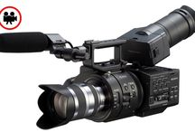 Sony NEX-FS700E / Sony NEX-FS700E Super Slow Motion Kamera 4K Exmor Super35 CMOS Image Sensor AVCHD ve M-PEG2 (SD) formatlarında kayıt 11.6MP çözünürlük Kayıt Formatları: 1920 x 1080/60p, 1920 x 1080/50p, 1920 x 1080 (23.98p), 1920 x 1080 (29.97p), 1920 x 1080 (25p) Dahili ND Filtre Seçenekleri Super Slow Motion Seçenekleri: 120 fps, 240 fps, 480 fps, 960 fps 3.5″ (8.9 cm) Dokunmatik LCD Ekran SD/SDHC/SDXC hafıza kartlarına kayıt HDMI-SDI Çıkış Sony 18-200mm Lens f/3.5 – f/6.3 (Kit Lens ile birlikte kiralanır.)