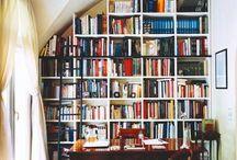 La bibliothécaire / Des murs d'inspiration. #bibliothèque #livre #bureau #étagères