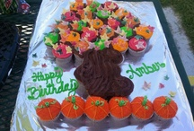 Good Eats | Cupcake Cakes / yummy, delicious, and adorable pull-apart cupcake cakes.