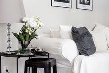 olohuoneen sohvalla