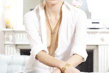 """Suzanne / Suzanne est la collection ethnique et moderne d'Une Ligne. Coloré et géométrique, elle est principalement composé d""""un jeu de chaînes billes, épis et gourmettes sur les tons de l'été : turquoise/corail sur doré et turquoise/lapis sur argent, le tout agrémentée de touches de pierres Swarovski qui apportent la brillance"""
