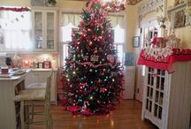 Winter - Christmas Trees / Various Christmas tree decorating inspo / by Hilary .