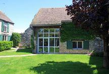 """Gîte Essonne """"Le Clos de Videlles"""" / La campagne près de Paris. Au cœur d'une propriété de caractère, le gîte est un ancien bâtiment de grange de 90 m2 ouvrant sur un très beau jardin. (G91102)"""