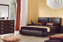 Slaapkamer muurverf / Een muurverf voor de slaapkamer kan in vele verschillende kleuren aangeleverd worden. De moderne verven zijn veelal op waterbasis en geven minder schadelijke dampen af.