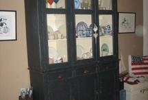 Servieskast (kleur)inspiratie / Ik heb deze servieskast gekocht, denk nu na over een andere kleur, passend bij de witte vloer en tafel, knalrode bank, turquoise EGG Chair en houten jaren 60 vintage bureautje. Suggesties?