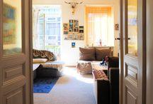 Wohnen am Staatstheater / Tolle 2-Zimmer-Wohnung (ca. 69 m² Wfl.) mit Balkon in Karlsruhe, direkt gegenüber dem Staatstheater. Die Immobilie zeichnet sich durch ihre zentrale Lage in der Innenstadt und ihren modernen Grundriss aus.