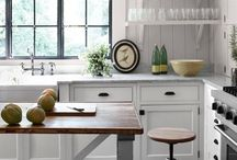 Kitchens / by Robyn Eveleigh