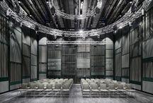 Kungliga Musikhögskolan / Med en välkomnande glasfasad och inbjudande entré hittar du Kungliga Musikhögskolan KMH, centralt, lättillgänglig och öppen för både studenter och allmänhet. Med byggnadsminnen som utgångspunkt ska de nya byggnaderna möta de gamla och berika varandra. Arkitekt:  AIX arkitekter