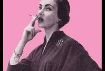 Dones fumant. / Aspecte que té la dona quan fuma.