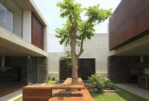 Bancos de madera al exterior