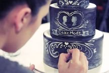 Chalkboard Cakes / The latest upcoming trend for wedding cakes in 2015 is the Chalkboard Styled Cakes. Here's a selection of some of our favourites.