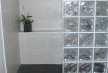 Salle de bain avec pavés de verre