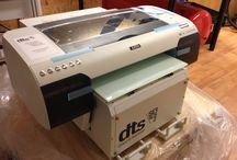 Azon tasotulostin / kuvia Azon tasotulostimesta ja sillä tehdyistä tulosteista.