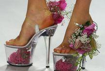 Sapatos muito.... ESTRANHOS