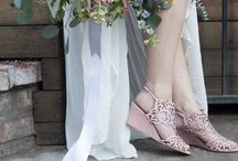 Outdoor Wedding Shoes / Outdoor weddings and parties need the perfect shoes