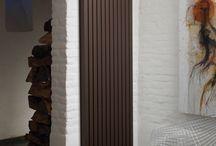 Radiadores verticales / Brillan por su discreción: Los Jaga Eyecatchers tienen un carácter llamativo con un aspecto único, y se integran discretamente en cualquier interior. Diseño excitante y conmovedor, pero no entrometido. ¡Y... belleza eterna, porque estos radiadores están hechos para perdurar en el tiempo!