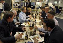 Männerabend bei Förde-Küchen / **Meet and Meat bei Förde-Küchen in Flensburg** Viele Unternehmer, Kunden und Freunde folgten unserem Aufruf zum geselligen Männerabend.  Dabei wurden saftige Steaks mit Brot und Bier verköstigt.  Ein wirklich gelungener Abend, wir bedanken uns bei allen Beteiligten! Lars Kania und das gesamte Förde-Küchen Team