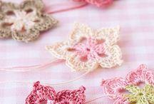 Crocheting flowers
