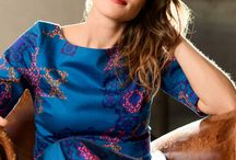 La Capricieuse (the Fickle) dress / La Capricieuse (the Fickle) is the ultimate elegant and timeless dress. Modern with its andalusian azulejos inspired prints or classic in black, it shows off your shoulders with its elegant boat neckline. This dress is the key to your ever-changing agenda. No need to decide right away between a romantic night at the opera or a pub-crawl with friends - the fickle dress will be the perfect match for both.