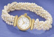 Reloj de perlas y cristal