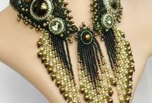 Колье, ожерелья из бисера