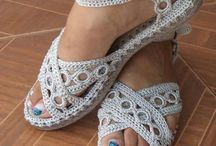 hačkovane sandalky a hačkovane papučky