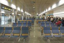 Aeropuerto de Santander / El aeropuerto de Santander se encuentra a cinco kilómetros de la ciudad, en la población de Maliaño, dentro del término municipal de Camargo, en la zona oeste de la bahía. http://ow.ly/GwZNB