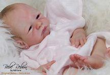 Kiara - Kit Tanner / Essa é uma bebé reborn recém-nascida, criada a partir do kit Tanner, da escultora Tasha Edenholm. Ela tem cabelo pintado, olhinhos castanhos, membros 3/4 e cabeça em vinil, com corpo de tecido articulado e placa de barriga. ❤️