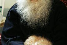παπας με γατα