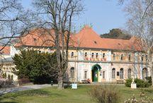 Balneologické múzeum Piešťany / V múzeu nájdete: archeológiu regiónu Piešťan, národopis s ľudovým domom, expozíciu o histórii Piešťan a dejiny kúpeľníctva