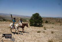 Monta a Caballo / El recorrido ecuestre es una aventura de disfrute, vivencia, admiración y contemplación de la naturaleza, mientras cabalgas. Disfruta del medio natural en convivencia con el mismo y las personas de la comunidad.