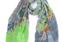 Sjaals Oilily / De trendy sjaals van Oilily hebben een vrolijk gekleurd dessin! De sjaals zijn netjes afgewerkt en fleuren iedere outfit helemaal op!  https://www.bubbels-tassen-enzo.nl/sjaals/