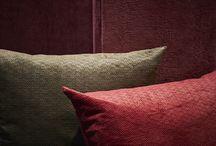 """ARTIC by Gancedo / Gancedo recupera la tradición artesanal de los terciopelos labrados de Utrech, cincelados con la técnica del """"gofrado"""".  Los diseños son muy elegantes, formas como el punto Hungría, las espigas, trenzas de lana o imitación a un mimbre trenzado. Todos los terciopelos están tejidos con fibras naturales -lino y algodón- a un solo tono y las gamas de colores van desde el piedra o el verde musgo al rojizo."""