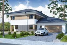Projekty domów z dachem czterospadowym / Projekty domów z dachem czterospadowym są bardzo popularne wśród inwestorów. Domy przykryte czterospadowym dachem wymagają nieco więcej nakładu pracy i czasu niż domy zwieńczone dachem dwuspadowym, lecz warto je wybrać ze względu na ich elegancki wygląd. Należy pamiętać o tym, że w przeciwieństwie do dachów płaskich zapewniają niski poziom wilgotności budynku, ponieważ woda deszczowa czy śnieg nie zalegają, lecz swobodnie spływają po połaciach.