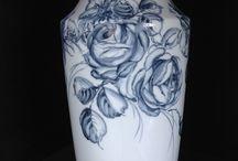 Vase bleu / Porcelaine Limoges peint main
