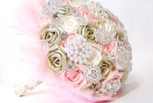 wedding bouquet satin ribbon roses pink capuccino vanilla brooches rhinestone pearls lace tulle