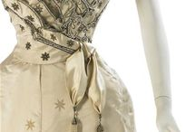 1900 DETAILS & GOWN