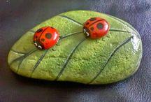 Rock/stone/pebbles & Leaf